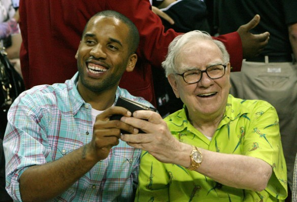 Maverick Carter junto a Warren Buffet